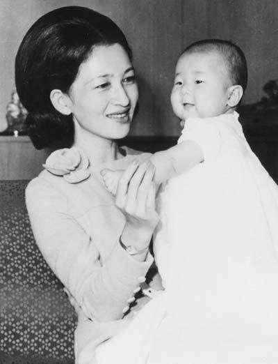 Императрица Японии Митико: золушка по-японски