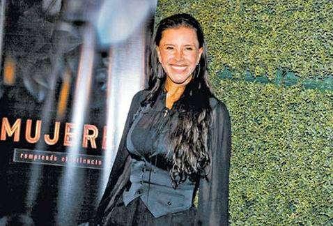 Элиза Салинас (Elisa Salinas) — бизнес-леди сериалов