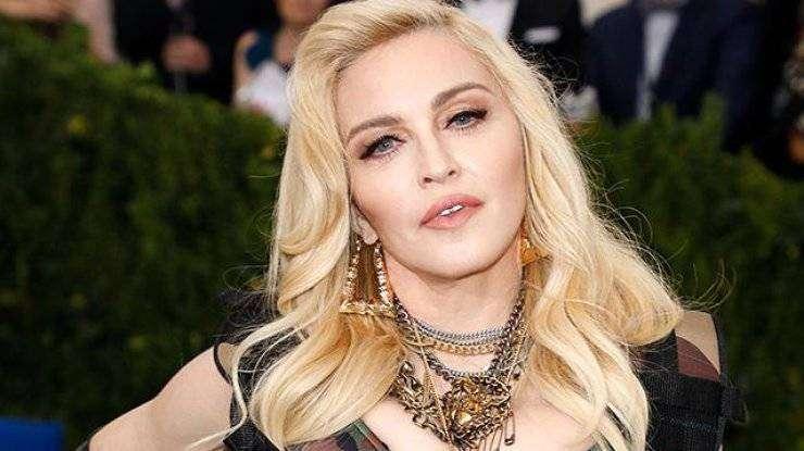 Мадонна — самая полная биография до 2012, мега-тур M.D.N.A.