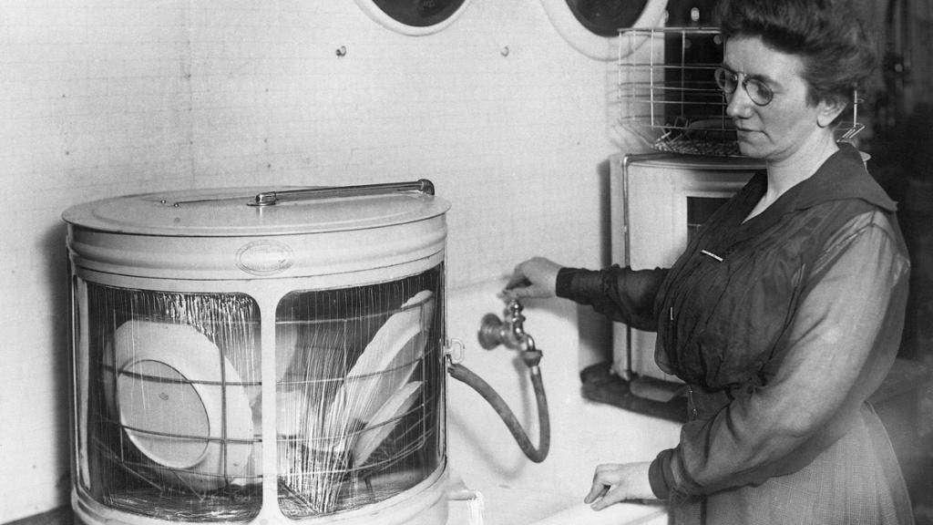 Джозефина Кокрейн — изобрела посудомоечную машину