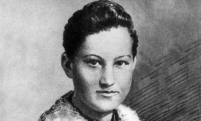 Зоя Космодемьянская — первая женщина — Герой СССР в годы ВОВ (посмертно)