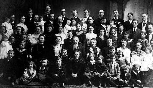 Крестьянка Васильева — самая многодетная мать в мире