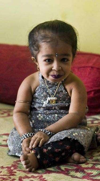 Джиоти Амдж: самая маленькая (низкорослая) женщина в мире 2012 год