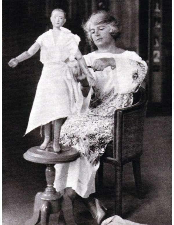 Мадлен Вионне — знаменитый модельер, придумала косой крой и платья, которые «улыбаются»