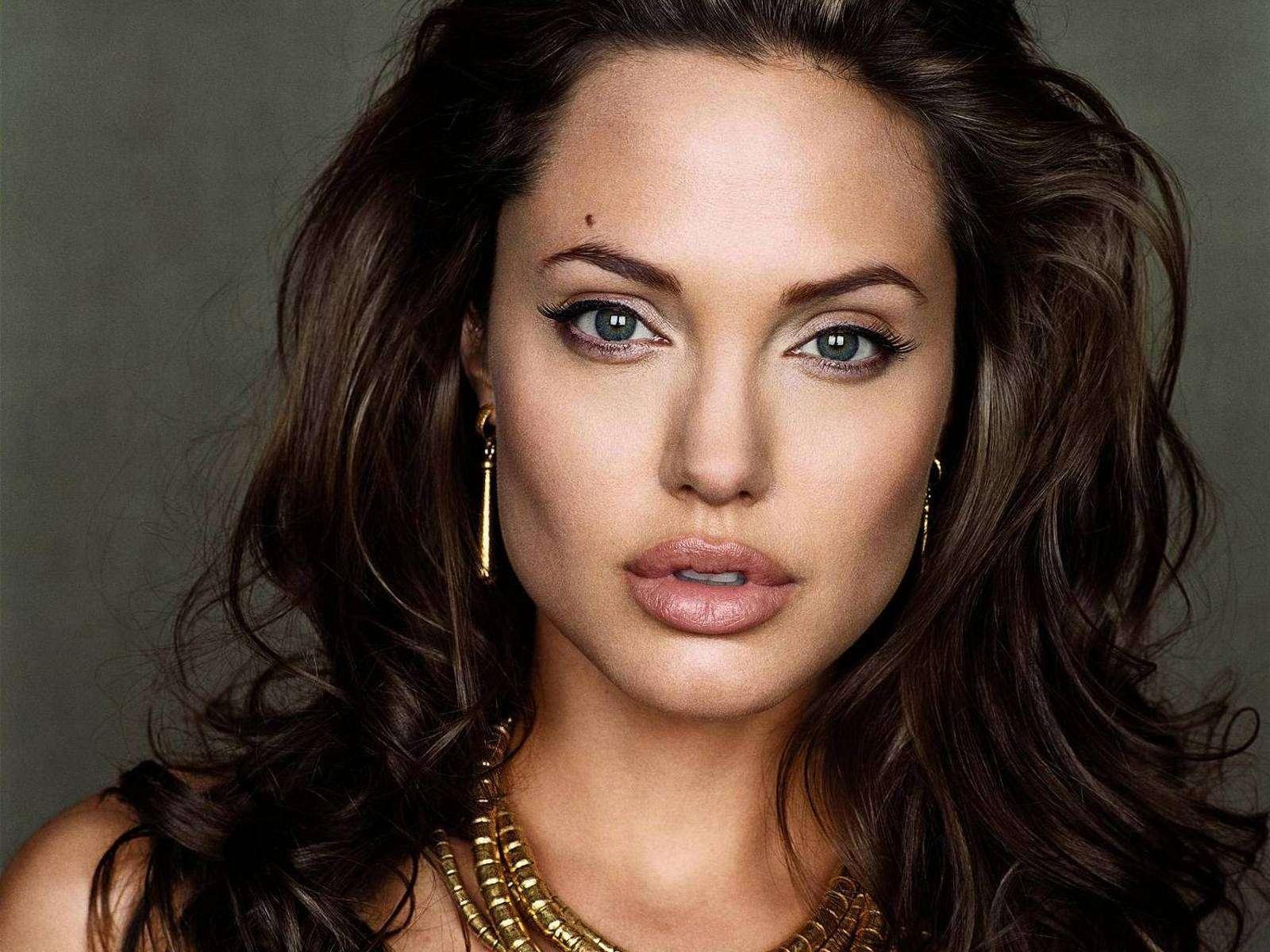 Анджелина Джоли — история заоблачного успеха