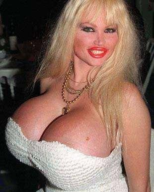 Лоло Феррари — женщина с самой большой грудью в мире