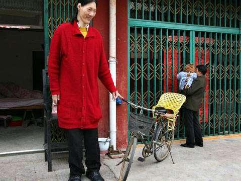 Яо Дефен: самая высокая женщина в мире
