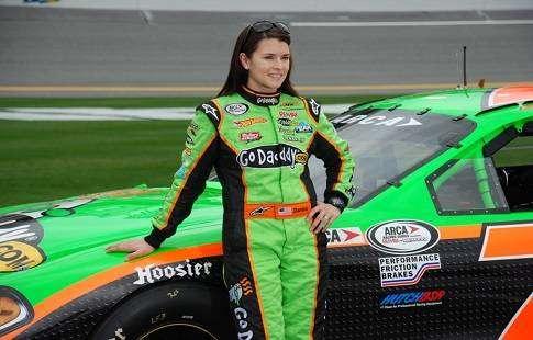 Даника Патрик — самая красивая автогонщица выиграла «IndyCar»