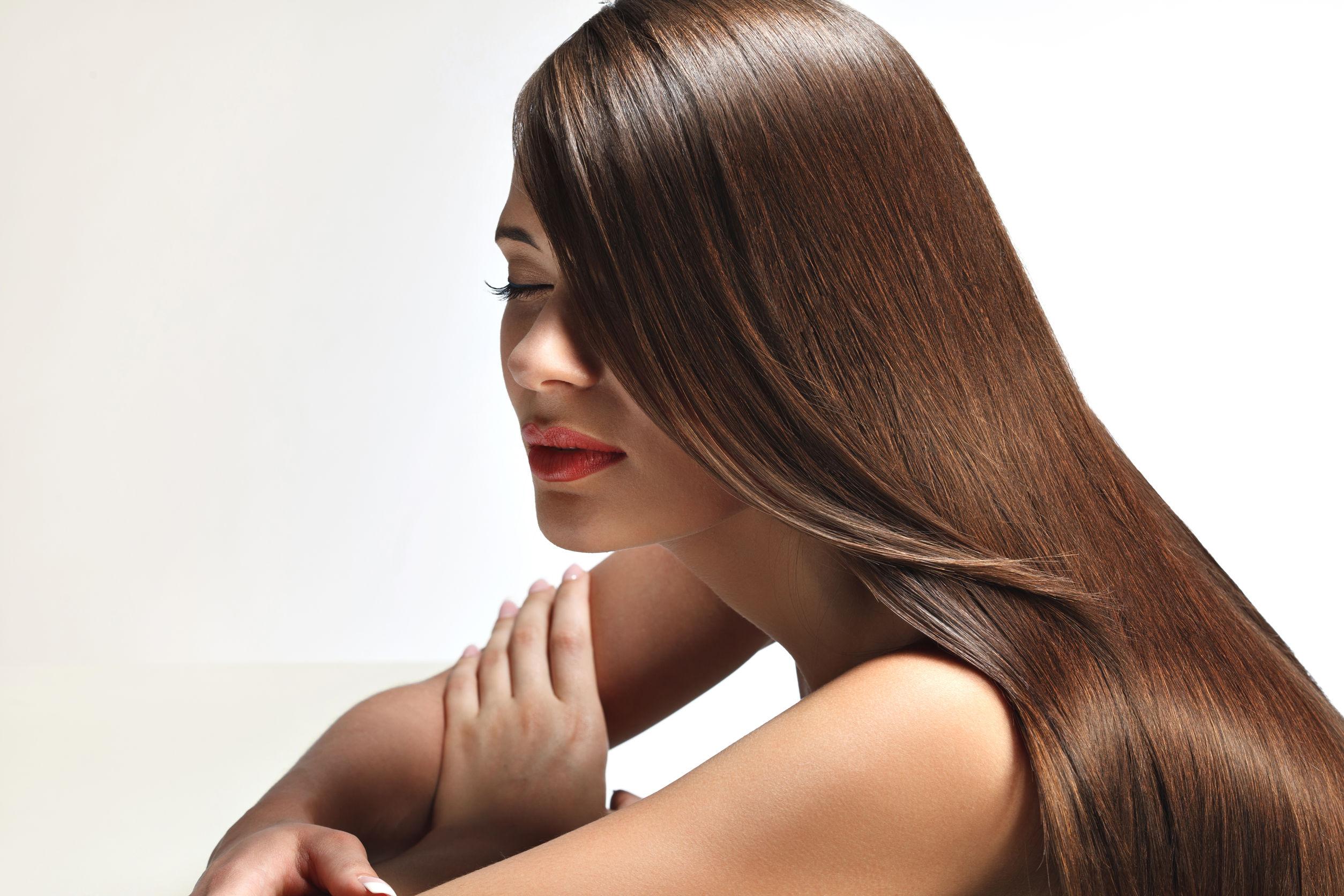 Как защитить волосы от солнца летом
